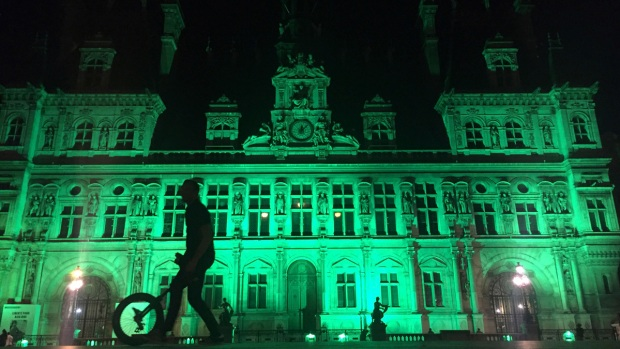 [NATL]Photos: Buildings Across the Planet Turn Green for Paris Climate Deal