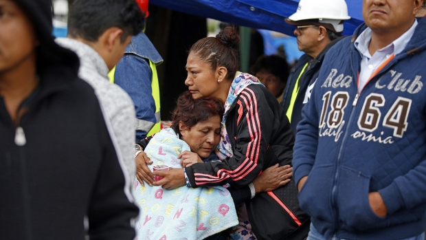 [NATL] Photos: Mexico Hit by Powerful Quake for 2nd Time in 2 Weeks