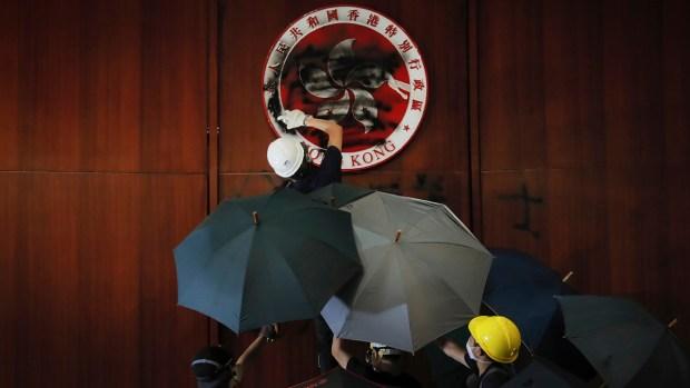 [NATL] Anti-China Protestors Take Over Hong Kong's Parliament