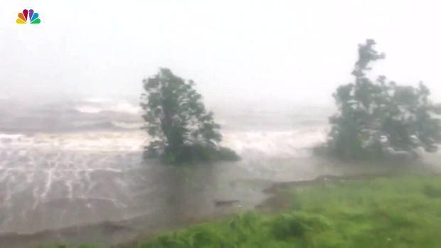 [NATL] Strong Wind, Rain Lash Fort Pierce, Florida