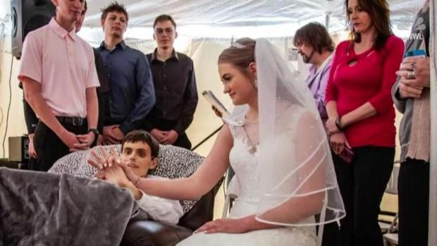 [NATL-NY] Couple Marries Hours Before Groom Dies of Cancer