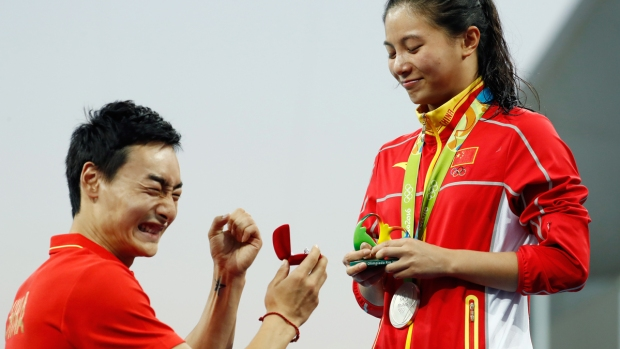 Chinese Diver Proposes After Partner Wins Silver