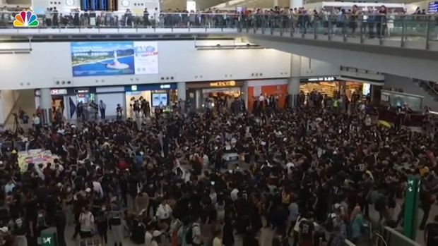 [NATL] Protesters Occupy Hong Kong International Airport