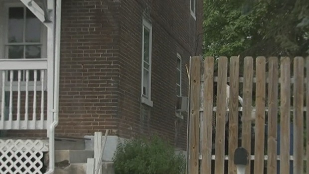 [PHI] Man Uses Machete to Cut Off Hand of Home Intruder: Police