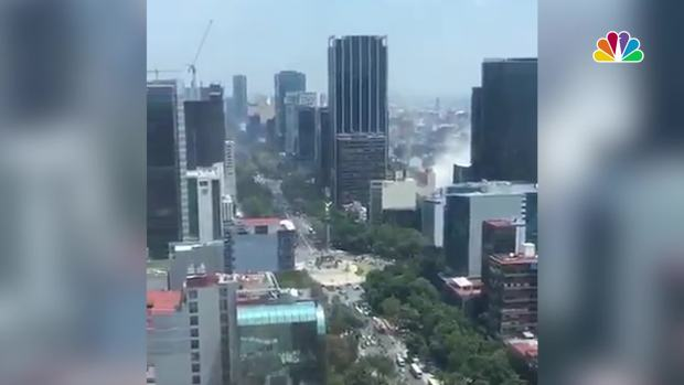 Buildings Shake Dust Rises as Powerful Earthquake Hits Mexico City