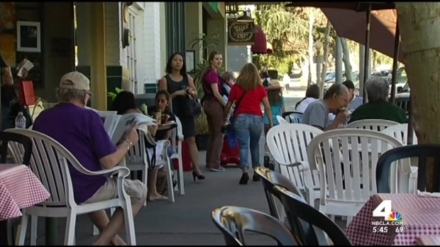 [LA] LA Smoke Shop Marks Eve of E-Cig Ban