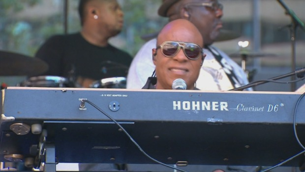 [PHI] Stevie Wonder Gives Surprise Concert