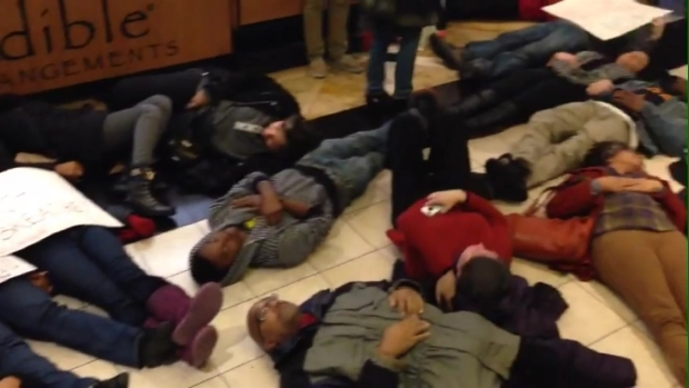 [PHI] Protesters Stage Die-in at King of Prussia Mall