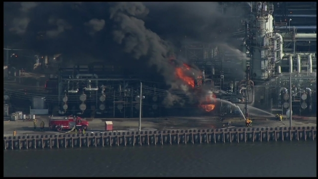 [PHI] RAW: Sunoco Refinery on Fire in Philly