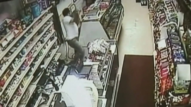 [PHI] Pittsburgh Store Clerk Turns Table on Machete-Weilding Robber With Sword