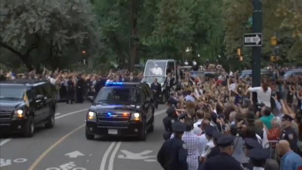 [NATL-NY] Pope Rides Through Central Park