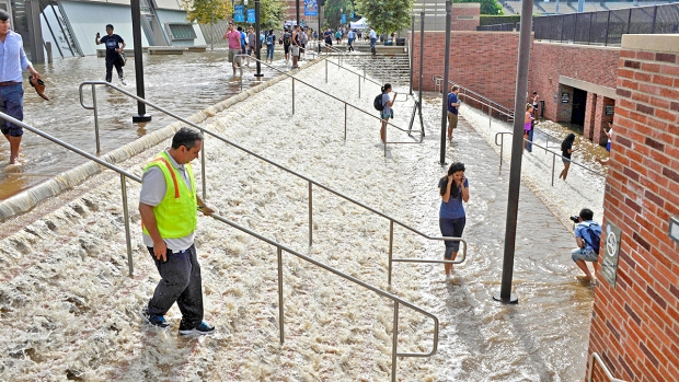 [NATL] Campus Underwater: UCLA Flooded After Water Main Break