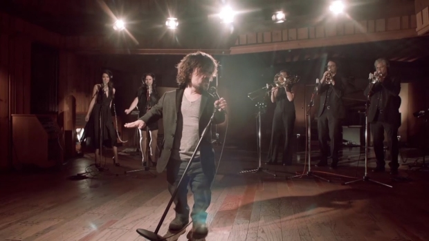"Red Nose Day: Dinklage Stars in ""GoT"" Musical"