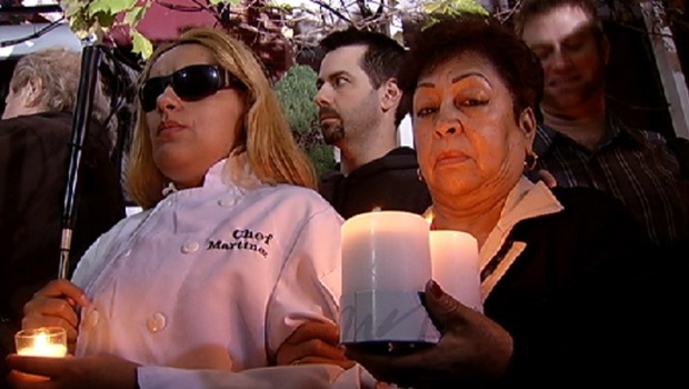 [CHI] Candlight Vigil Held for Charlie Trotter