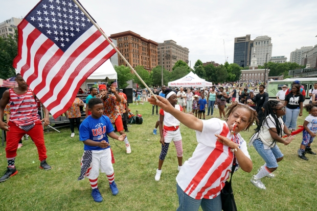 Thousands Crowd Independence Mall for Philadelphia Block Party
