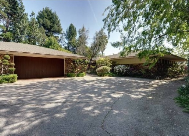 """Star Wars"" Actor Sells Zen-Inspired Home"
