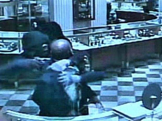 [PHI] Surveillance Video: Boyds Smash and Grab