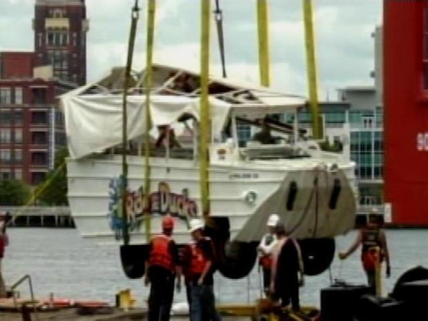 [PHI] Crew Pulling Sunken Duck Boat Out of Water
