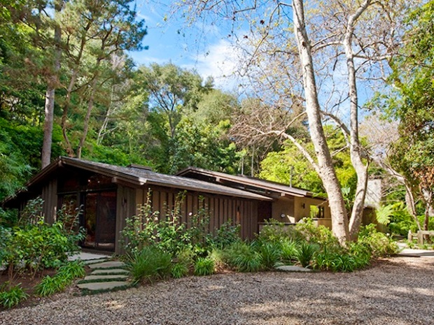 "Ed O'Neill Buys Home Fit for a ""Modern Family"""