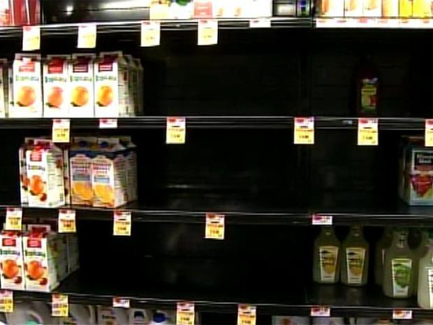 [PHI] Snow Shopping Frenzy: Food Flies Off Shelves