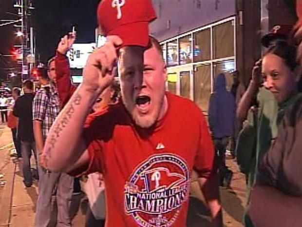 [PHI] Phillies Fans Celebrate the Sweep