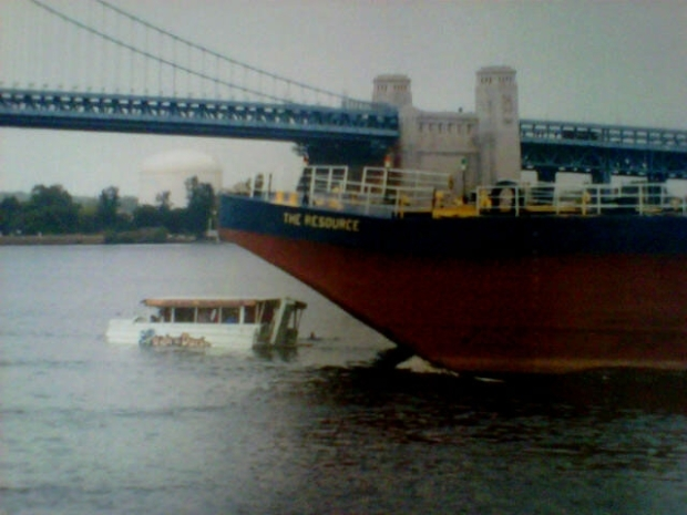 [PHI] Duck Boat Captain Asked Barge and Tug to Please Change Course