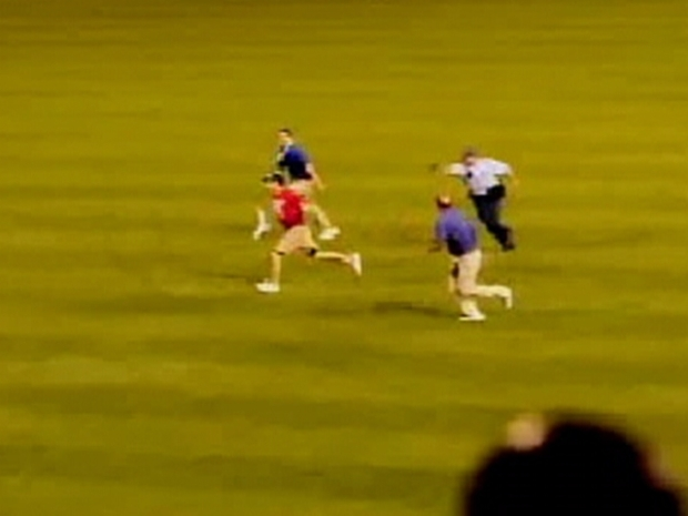 [PHI] Video of Phillies Fan Getting Tasered: Excessive Force?