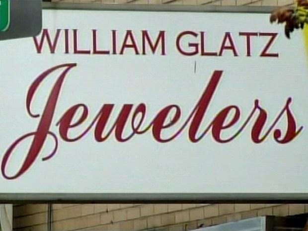 [PHI] Barrage of Bullets Leaves Jeweler, Robber Dead