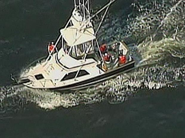 [PHI] Family Members Overjoyed While Boaters Towed In