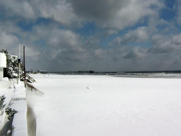 Your Pictures: Beach Snow!