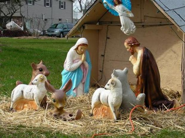 [PHI] Grinches Stealing Baby Jesus in South Jersey Twp.