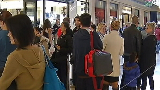 [PHI] Delaware Shoppers Crowd Christiana Mall