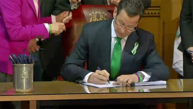 [HAR] Gov. Signs Sweeping New Gun Bill Into Law