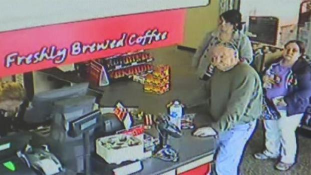 [PHI] Caught on Camera: Woman Takes Man's Fallen Money