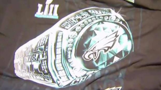 [PHI] Eagles Fans Rush to Get Super Bowl Merchandise