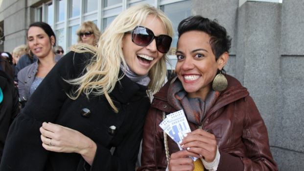 PHOTOS: Oprah Fans Line Up for Final Shows