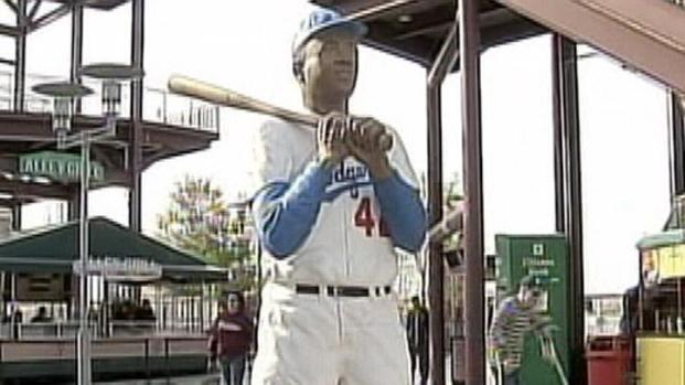 [PHI] Sculptor Pays Homage to Jackie Robinson