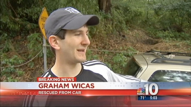 [PHI] Driver Climbs on Top of Car to Escape Flash Flooding