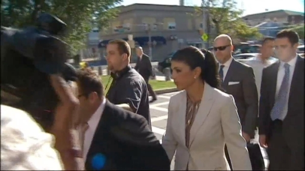 """[NATL-NY] """"Real Housewives of New Jersey"""" Star Smacks Photographer Outside Court"""