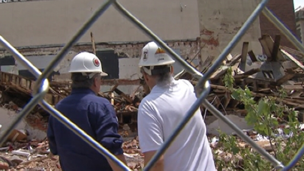 [PHI] Experts, Officials Search Demolition Site
