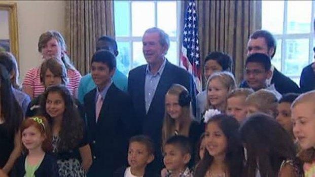 [DFW] Bush Surprises 43 Children Visiting Bush Center