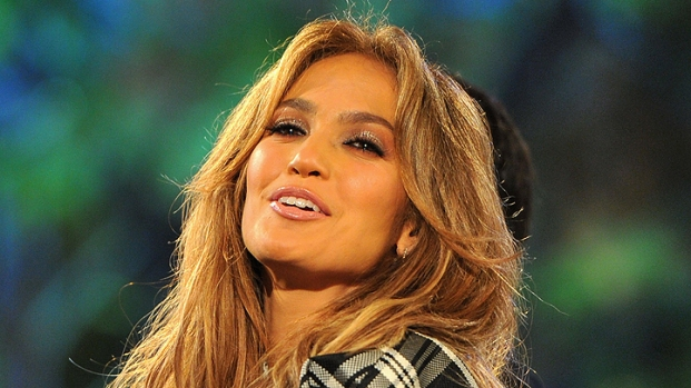 "[NBCAH] Jennifer Lopez Shares ""Idol"" Fashion Secrets"
