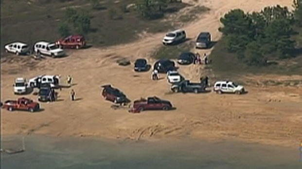 [PHI] Rescue Crews Search Lake for Person