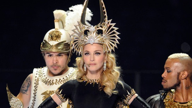 [THREAD] Super Bowl Highlight: Madonna's Givenchy Haute Couture Looks