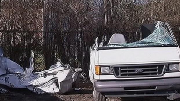 [PHI] Steel Beam Smashes Van on NJ Turnpike
