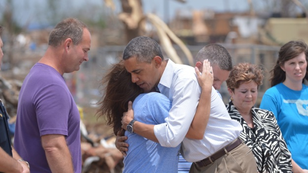 "Obama Comforts Tornado Victims: ""We've Got Your Back"""