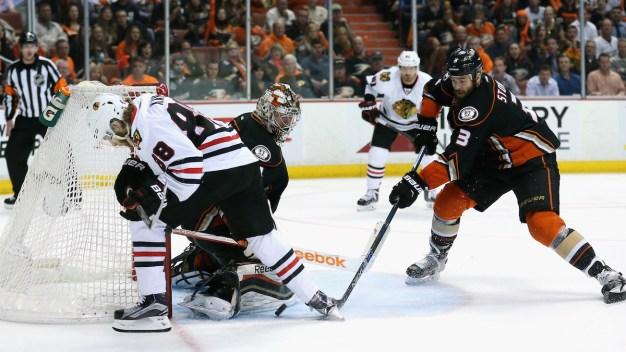 Blackhawks Beat Ducks 3-2 in Triple Overtime