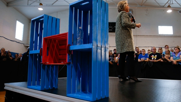 A Look at Clinton's Promise of a Cabinet Full of Women