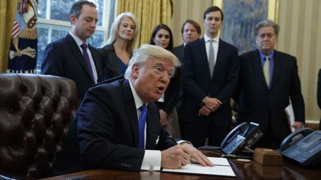 Trump Signs Orders on Dakota Access, Keystone Pipelines