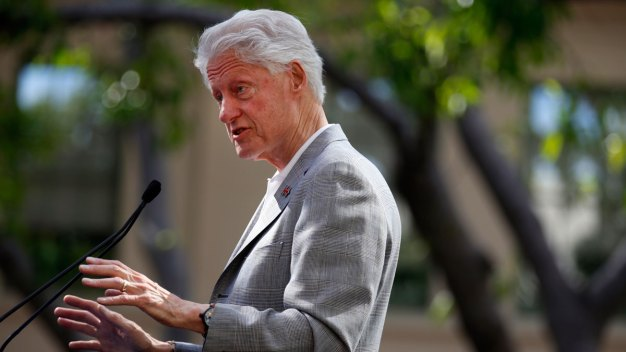 Clinton & Lynch Met Privately at Phoenix Airport